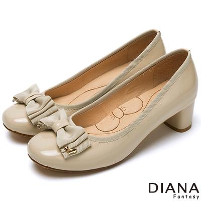DIANA 超厚切蝴蝶結款--經典氣質漆皮蝴蝶結跟鞋-米