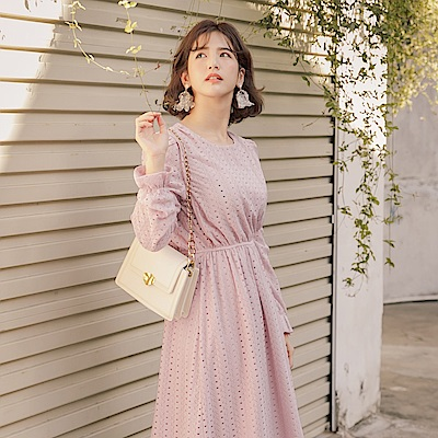 iMODA STAR-臧芮軒。純色蕾絲腰鬆緊荷葉袖口長袖長洋裝