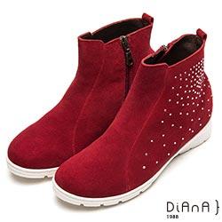 DIANA 水鑽耀眼--水鑽麂皮內增高短靴-咖紅