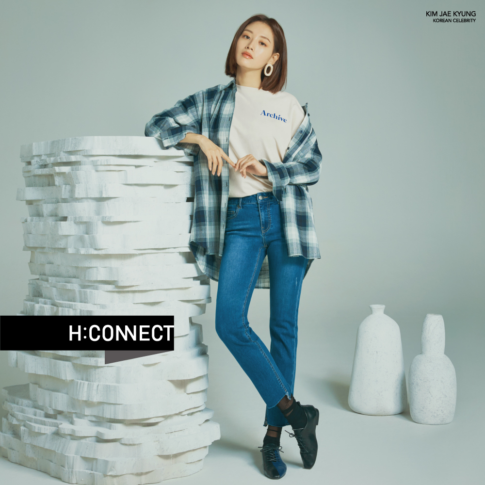 H:CONNECT 韓國品牌 女裝-後印字鈕扣設計T-shirt-卡其