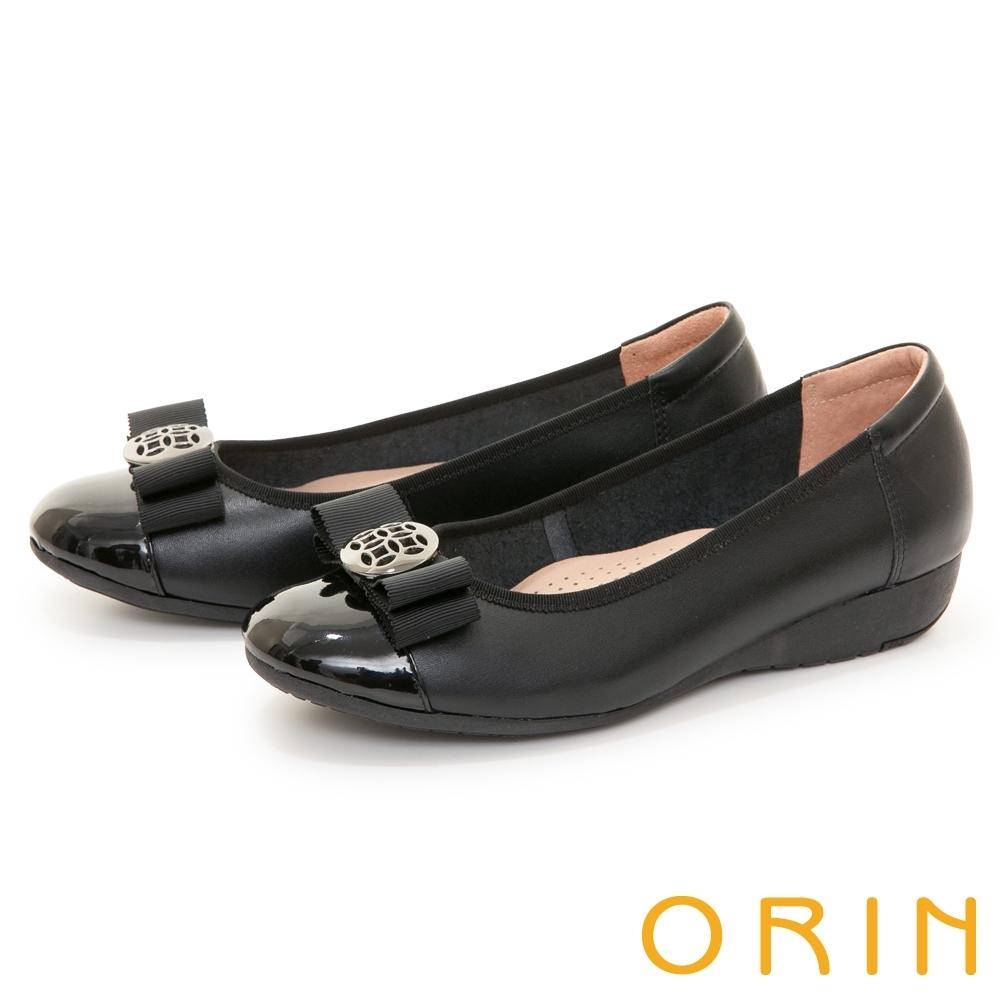 ORIN 金屬簍空圓釦真皮楔型 女 低跟鞋 黑色