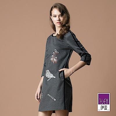 ILEY伊蕾 花鳥車繡配色絨條造型圓領洋裝(灰)