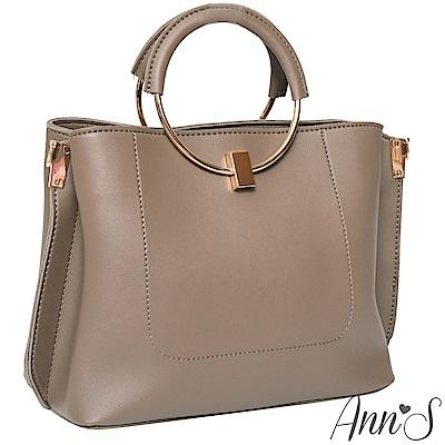 Ann'S質感女人-多造型條紋背帶金屬圓提把方包-卡其