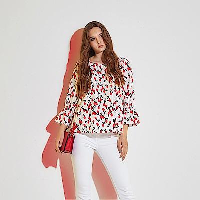 Chaber巧帛 時尚獨立開版印花荷葉波浪喇叭袖造型上衣-紅