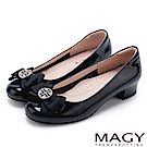 MAGY 甜美新風貌 真皮造型鑽飾蝴蝶結粗低跟鞋-黑色