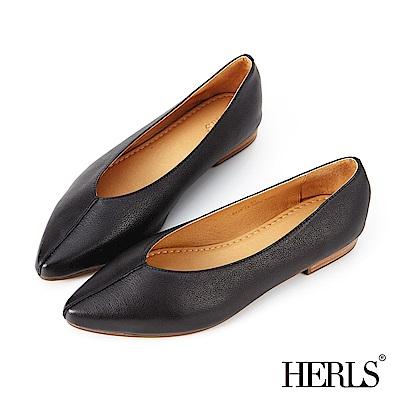 HERLS 全真皮線條抓摺尖頭平底鞋-黑色
