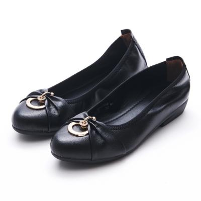 A one  通勤上班雙圓鑽釦抓皺低跟包鞋-黑色