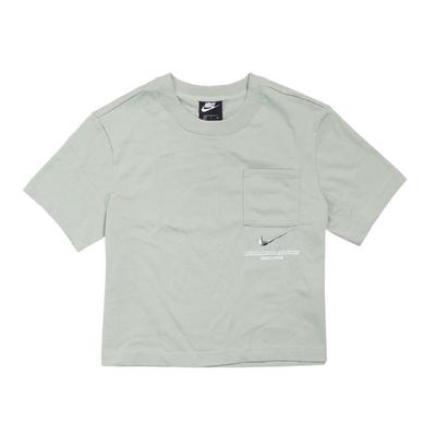 Nike T恤 NSW Tee 短版 運動休閒 女款 立體LOGO 街頭流行 穿搭推薦 綠 銀 CZ8912006