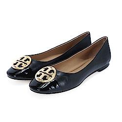 TORY BURCH  CHELSEA 金屬盾牌漆皮拼接平底鞋(經典黑)