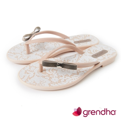 Grendha 金色蝴蝶結蕾絲花紋夾腳鞋-米色
