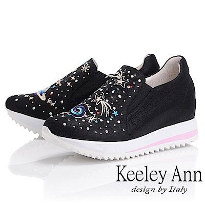 Keeley Ann墊起腳尖愛 宇宙電繡圖騰內增高休閒鞋(黑色-Ann系列)