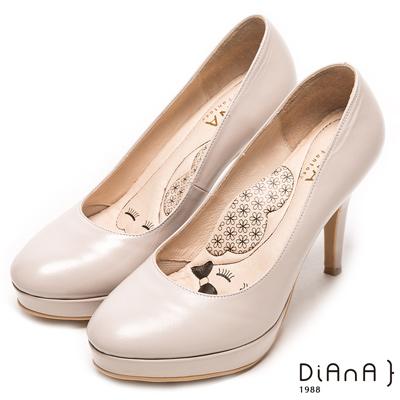 DIANA魅力質感珠光系簡約真皮跟鞋-漫步雲端瞇眼美人款-米珠光