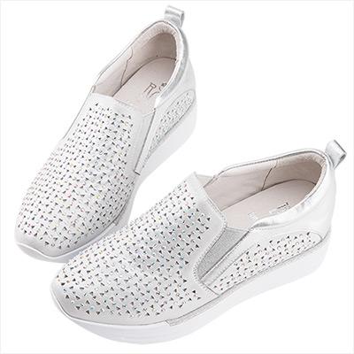 Robinlo 街頭金屬感細緻鉚釘沖孔休閒鞋 銀