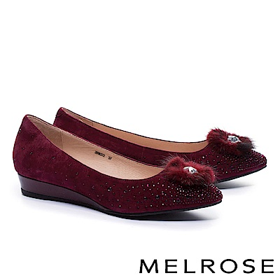 低跟鞋 MELROSE 奢華心鑽貂毛飾羊麂皮尖頭楔型低跟鞋-紅