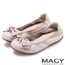 MAGY 甜美風貌 珍珠蝴蝶結鬆緊帶牛皮娃娃鞋-粉紅