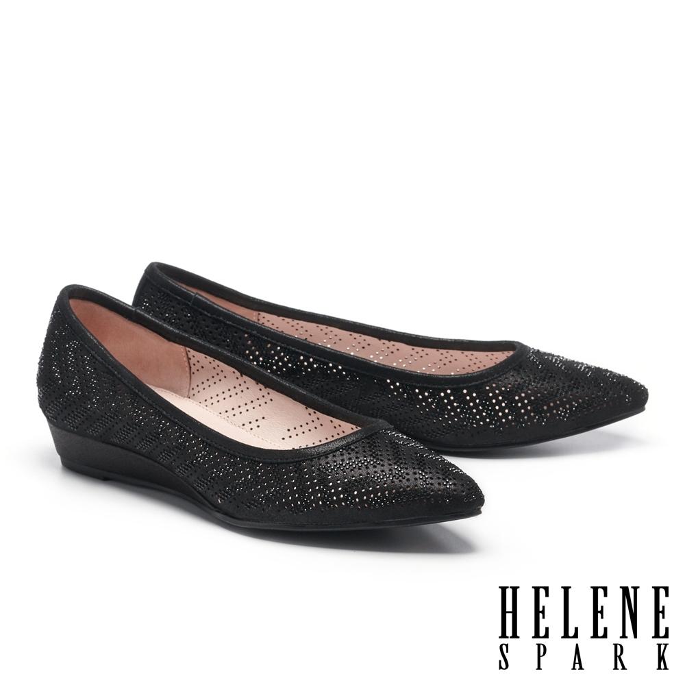 低跟鞋 HELENE SPARK 典雅晶鑽沖孔羊麂皮楔型低跟鞋-黑