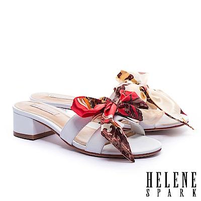 拖鞋 HELENE SPARK 義式優雅兩穿印花緞布羊皮粗低跟拖鞋-白