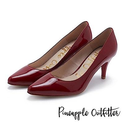 Pineapple Outfitter 簡約風尚 素面尖頭高跟鞋-鏡紅