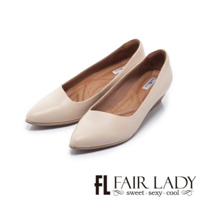 FAIR LADY Soft芯太軟 質感斜口修飾尖頭楔形鞋 杏