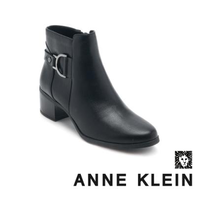 ANNE KLEIN-JAYSIE 經典時尚真皮拉鍊中跟短靴-黑色