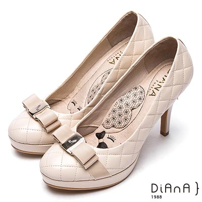 DIANA雷射飾釦格紋綿羊皮高跟鞋-漫步雲端厚切瞇眼美人-米