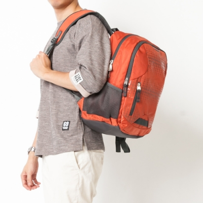 CHENSON 戶外旅行5口袋不勒肩膀後背包(CO62626-O)