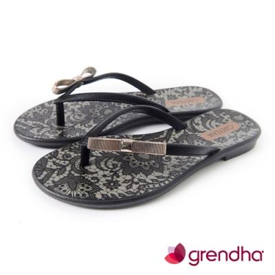 Grendha 金色蝴蝶結蕾絲花紋夾腳鞋-黑色