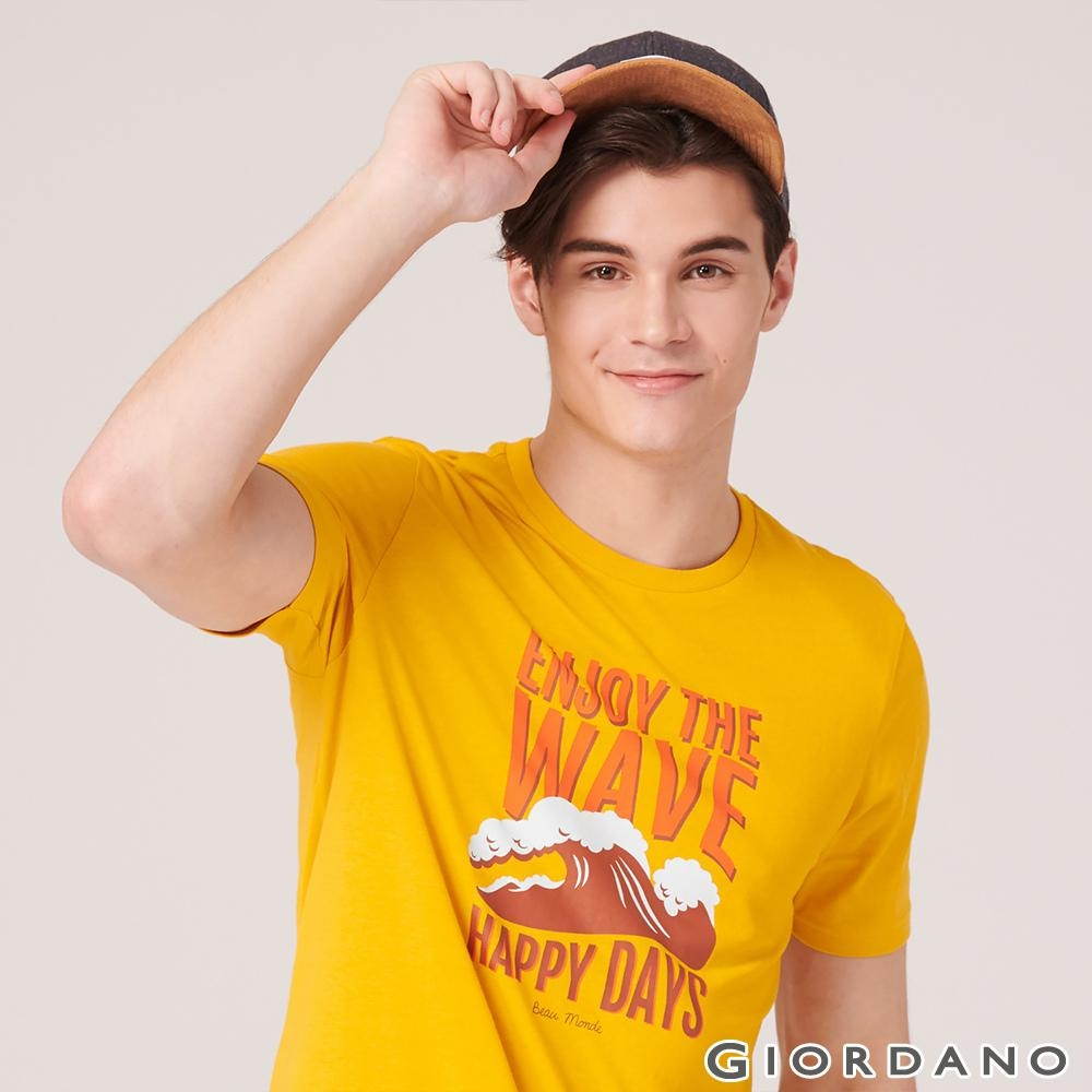 GIORDANO 男裝SUN AND SEA系列印花短袖T恤-82 古金黃