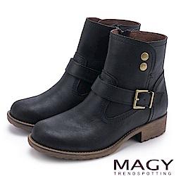 MAGY 中性俏皮 磨面感牛皮扣環短靴-黑色