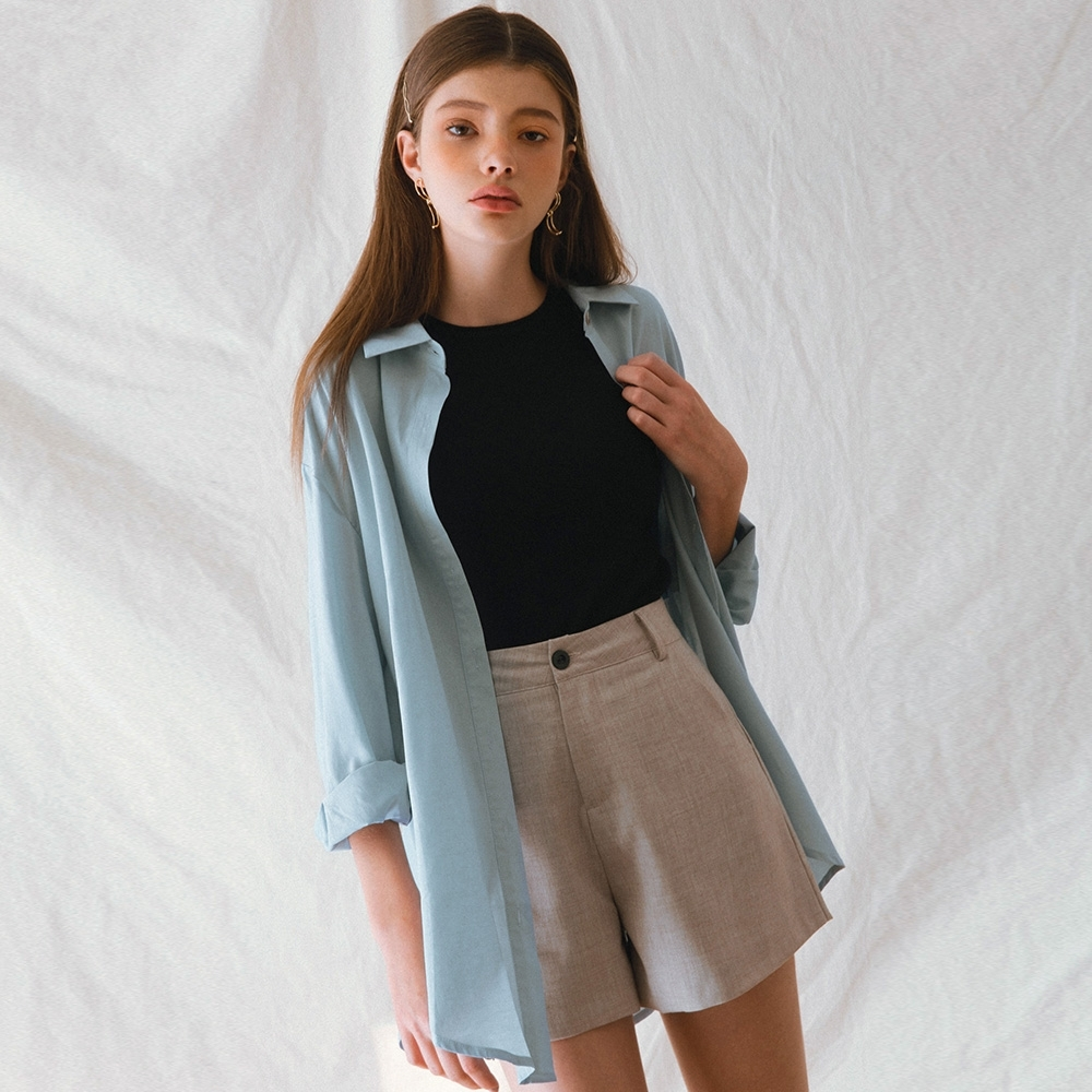 AIR SPACE LADY 舒適滑面貝殼釦長袖襯衫(藍)