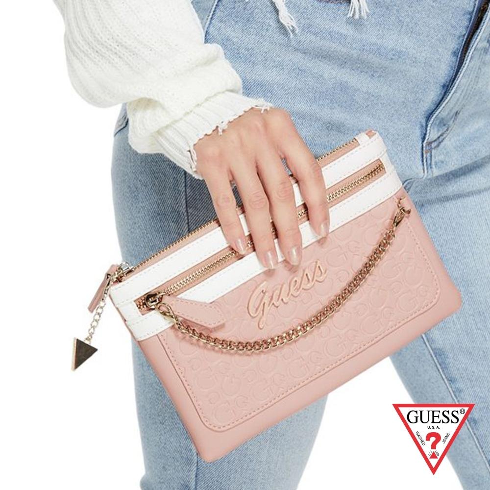 GUESS-女包-浮雕LOGO鍊條手拿包-粉紅