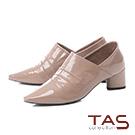 TAS素面抓皺側V口漆皮尖頭粗跟踝靴–成熟灰