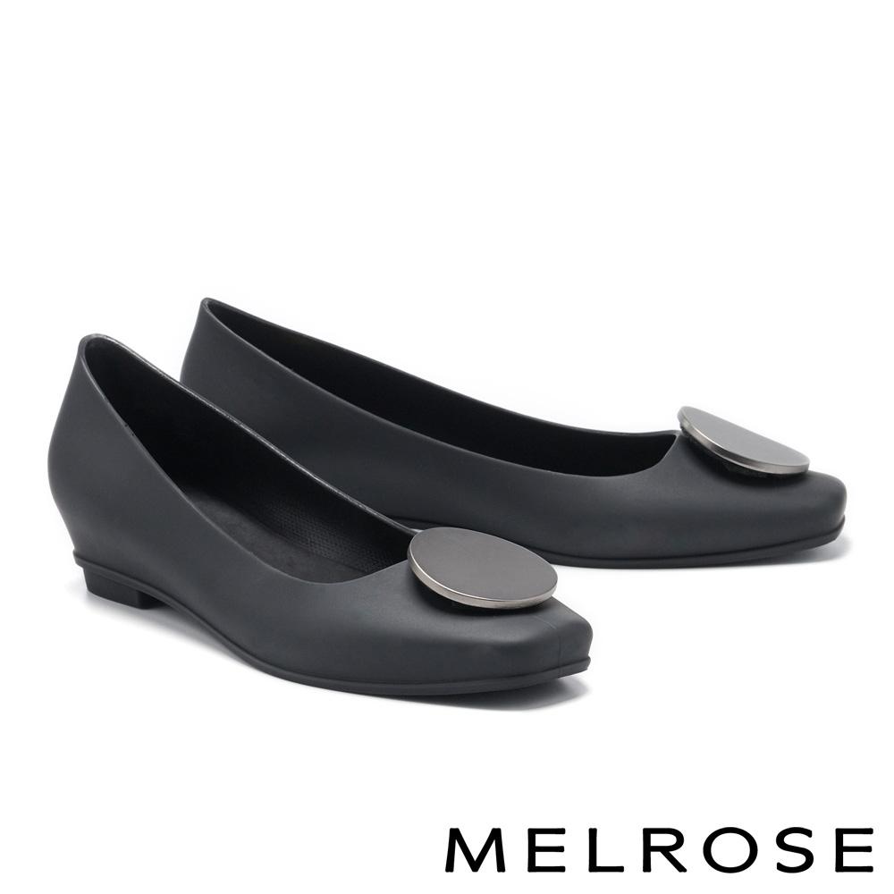 低跟鞋 MELROSE 典雅時尚圓釦防水方頭楔型低跟鞋-黑