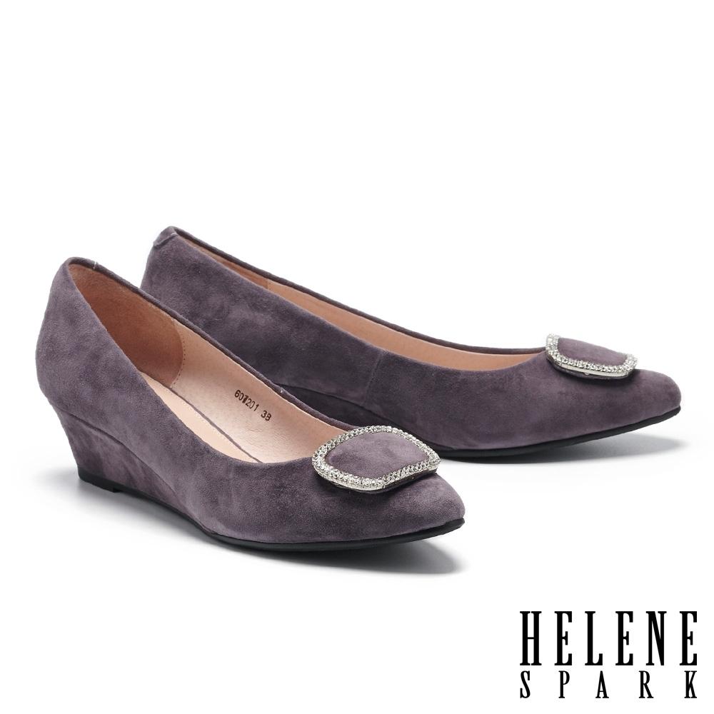 高跟鞋 HELENE SPARK 輕熟高雅晶鑽飾釦羊麂皮楔型高跟鞋-紫