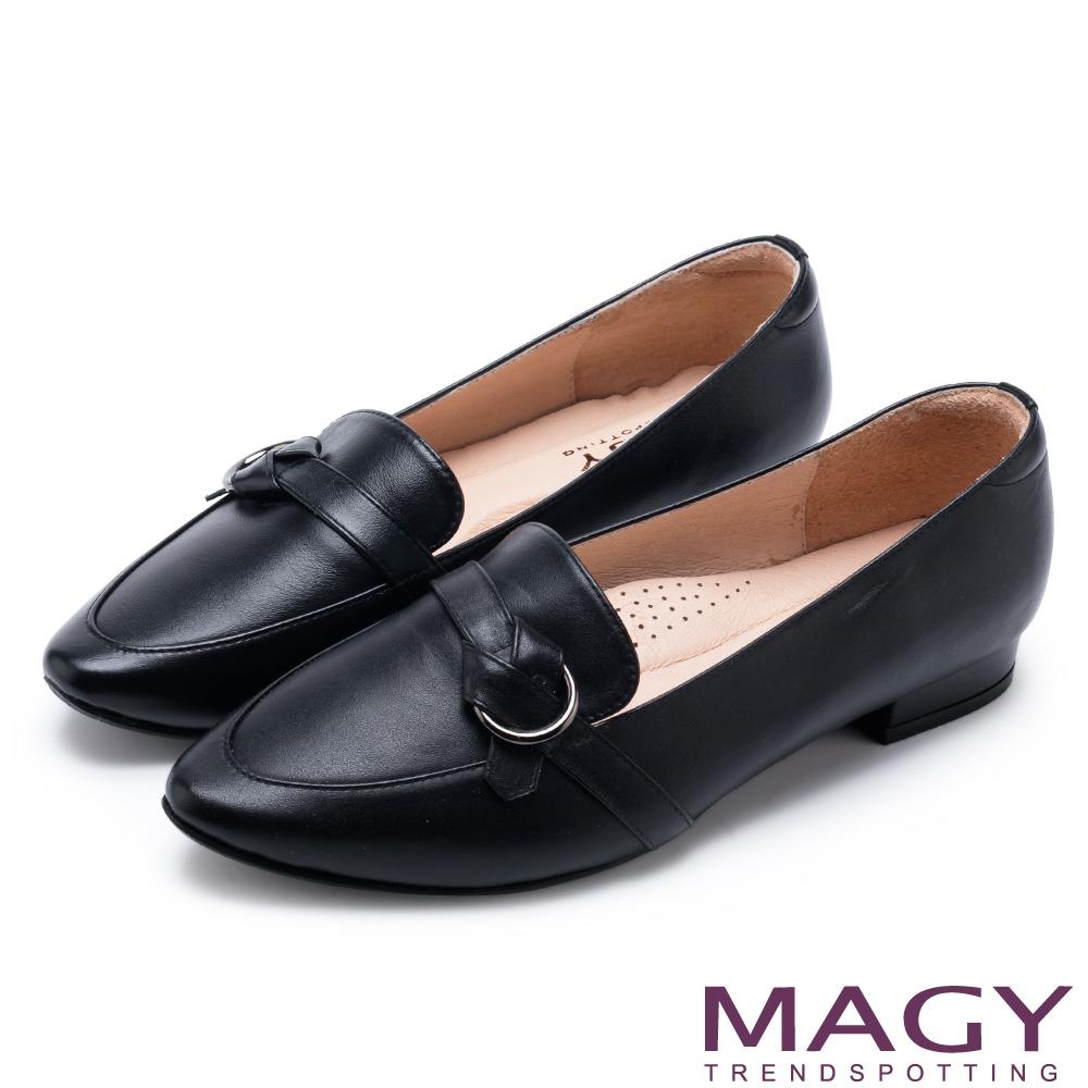 MAGY 復古潮流 真皮圓釦細帶尖頭樂福鞋-黑色