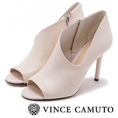 VINCE CAMUTO 橫側V字切口細跟真皮短靴-米色