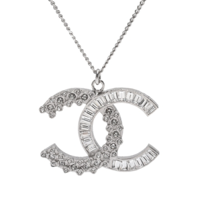CHANEL 經典大雙C LOGO水鑽水晶鑲嵌造型項鍊(白銀)