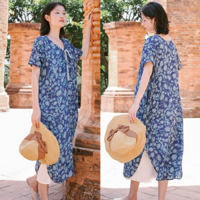 洋裝-100苧麻開衩藍色碎花v領抽繩棉麻-設計所在