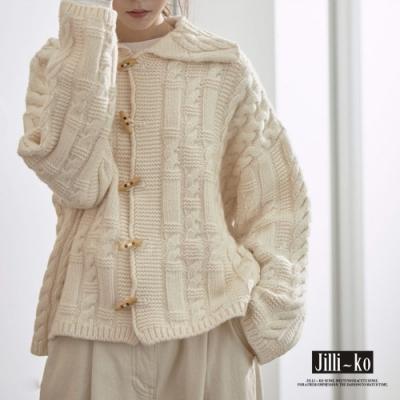 JILLI-KO 慵懶風大翻領短版木質釦麻花針織外套- 米白