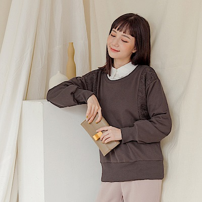 純色質感布蕾絲拼接圓領棉質上衣-OB大尺碼