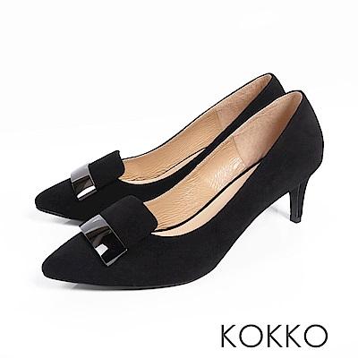 KOKKO - 經典金屬方扣尖頭真皮高跟鞋-百搭黑