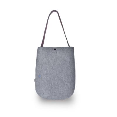 M.R.K.T. 簡約重磅毛氈布設計款側背包-535190C GREY(灰色)