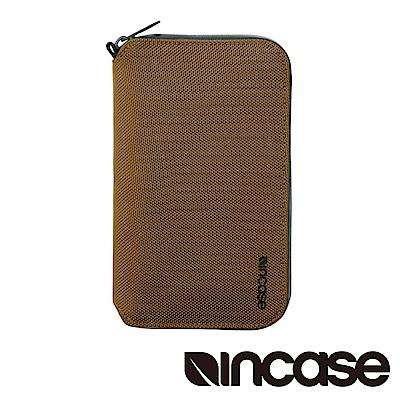 INCASE EO 旅遊多功能護照皮夾 (黃銅)