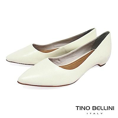 Tino Bellini 巴西進口細緻皮紋舒足低跟鞋_ 白