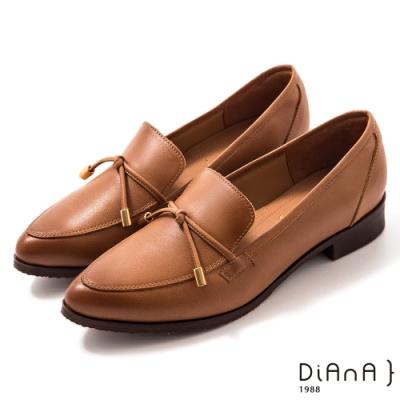DIANA 3 cm牛皮細帶蝴蝶結飾尖頭樂福鞋-漫步雲端焦糖美人-棕