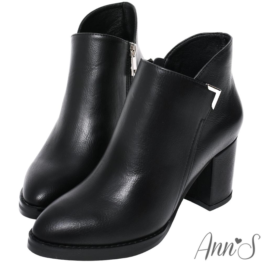 Ann'S乾淨俐落-美型金屬V扣前低顯瘦粗跟短靴 -黑