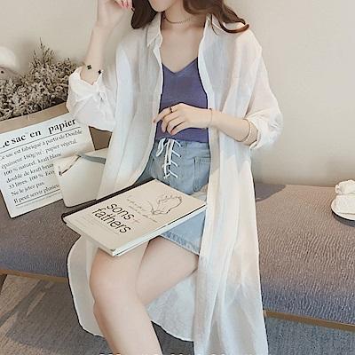La Belleza素色薄款排釦微亮面麻紗長版襯衫外套
