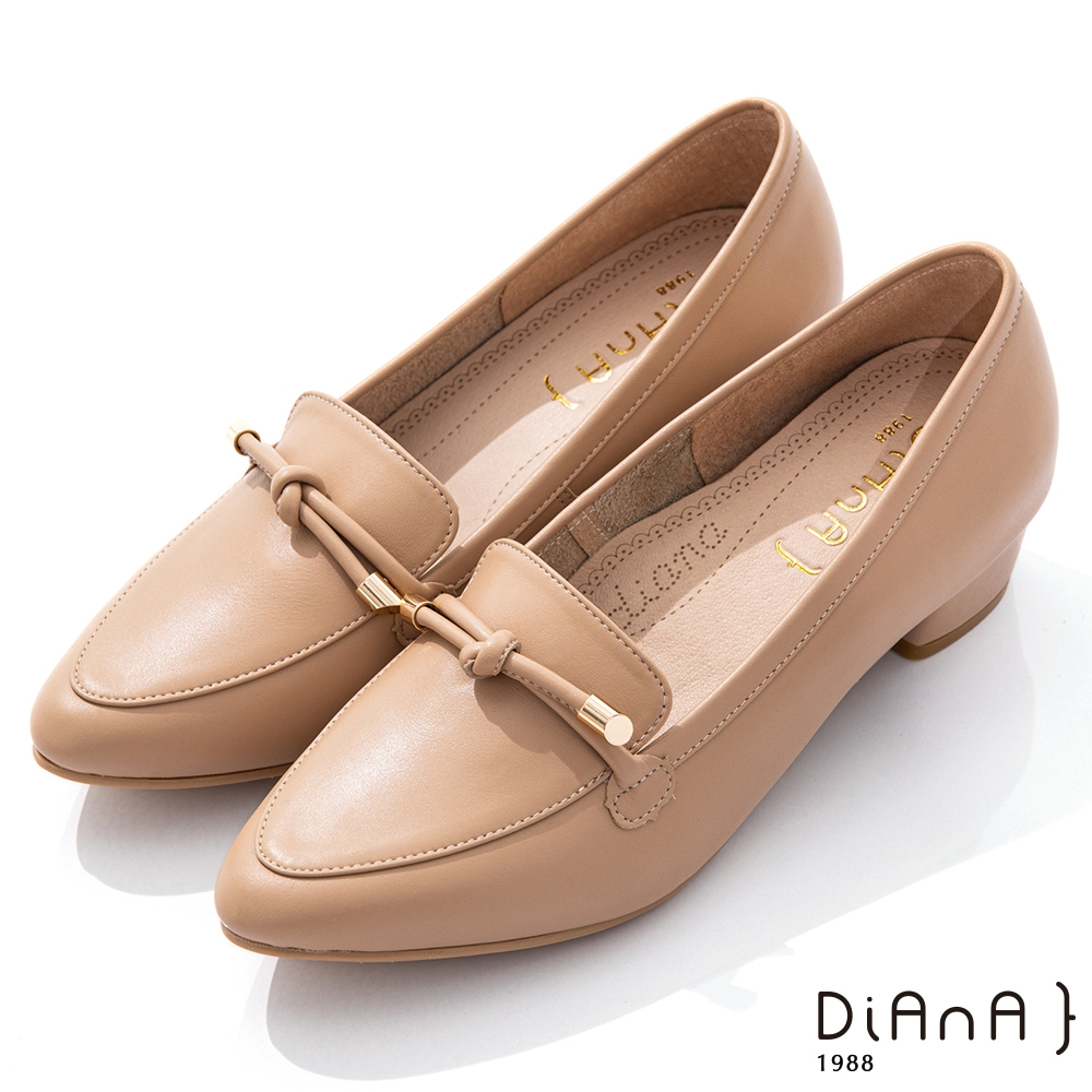 DIANA 3.5cm軟牛皮蝴蝶結綁帶微尖頭樂福跟鞋-漫步雲端焦糖美人-米