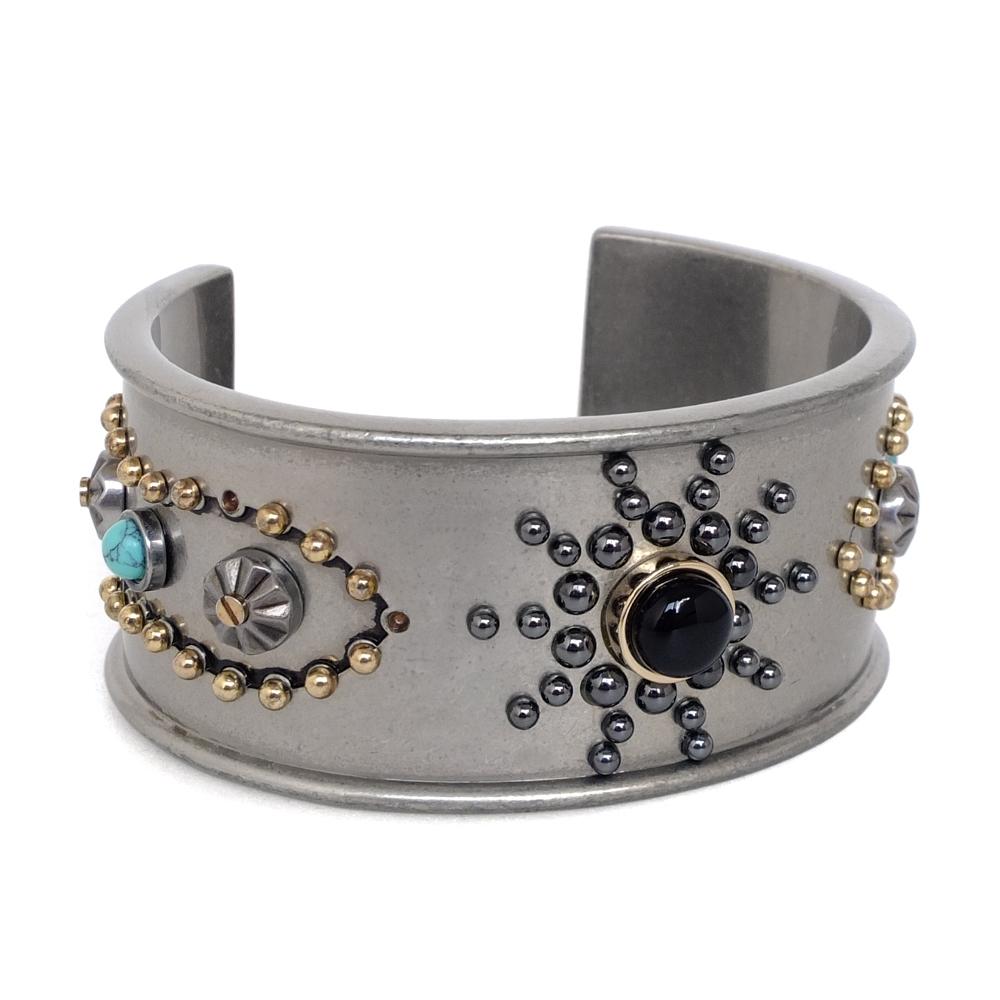 COACH異國風金屬鉚釘寶石寬版穿式手環