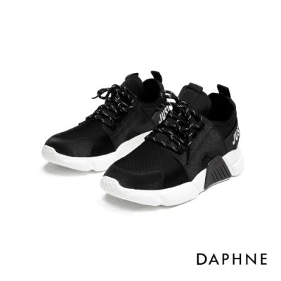 達芙妮DAPHNE  休閒鞋-透氣厚底印字運動休閒鞋-黑